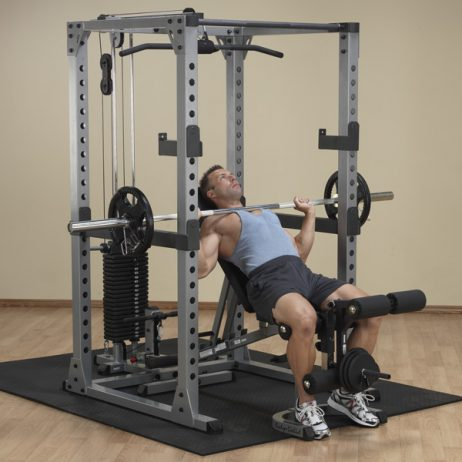 Power rack con lat bar, banca y set de discos
